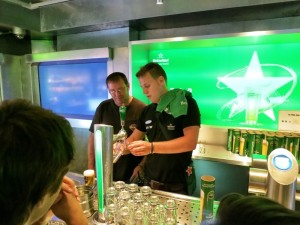 how-to-draught-your-own-heineken-experience-amsterdam-800x600